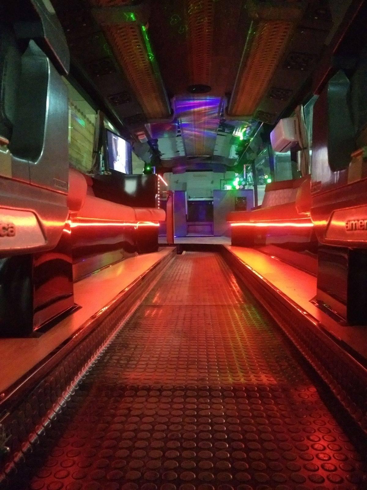 Vista pasillo bus Limousine Disco Remolques Tarragona pasillo